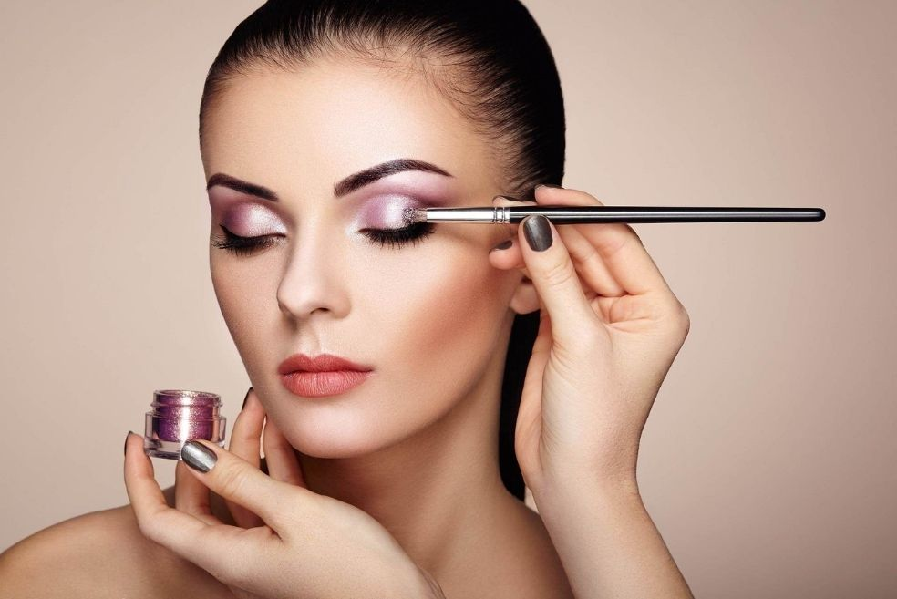 Put Your Party Makeup On - 5 Amazing Ways To Stay On Top Of Your Makeup Beauty Game